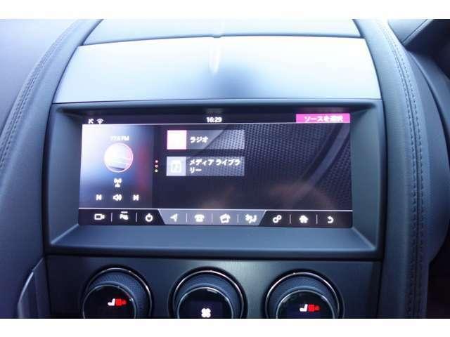 Touch Proは、先進的でレスポンスに優れたジャガー独自のインフォテインメントシステム。新たに10インチタッチスクリーンを導入し、Fタイプの全車に標準装備しています。