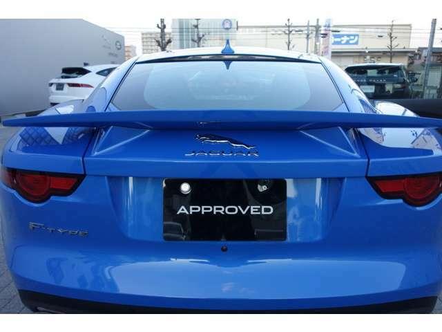 流麗なスポーツカーでありながら、多彩なライフスタイルに応えるラゲッジスペースを備えたFタイプクーペ。