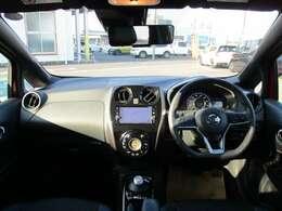 視界、車内共に広々!ブラック基調の車内がより高級感を演出♪
