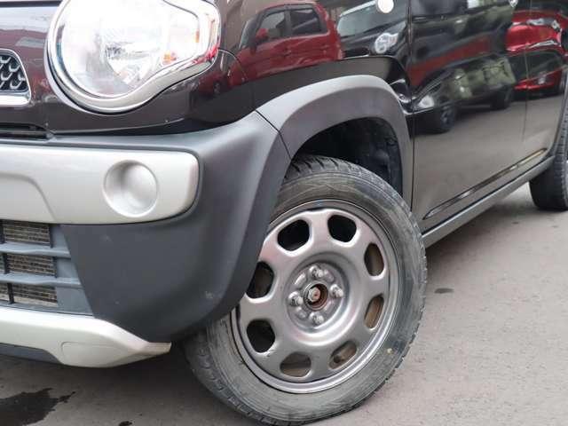 ホイルは純正15インチアルミホイルになります。タイヤは夏冬セットでお付けしますので、余計な出費もかさまず安心です。タイヤサイズ165-60-15。