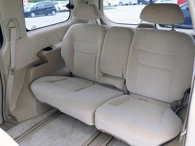 【後部座席】女性でも簡単にシートアレンジも可能で、後部座席も窮屈なく快適にお乗り頂けます。