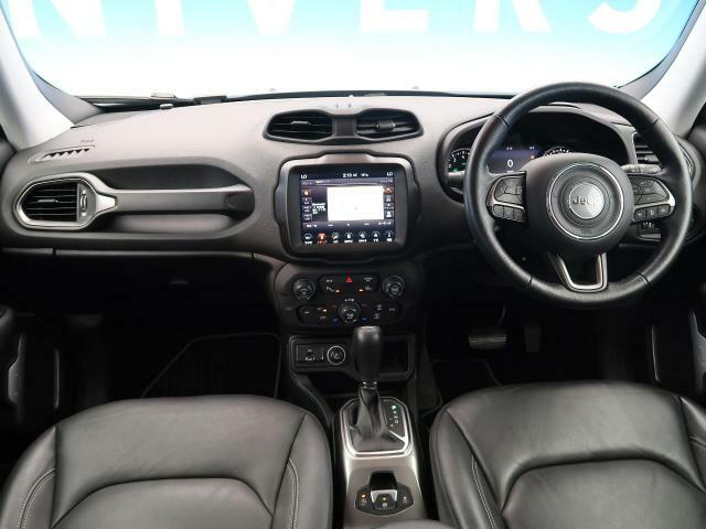 H30年式・走行距離1万キロ台のレネゲード入庫してます♪色もアンヴィルで白黒に次いで乗りやすいボディーカラーです!