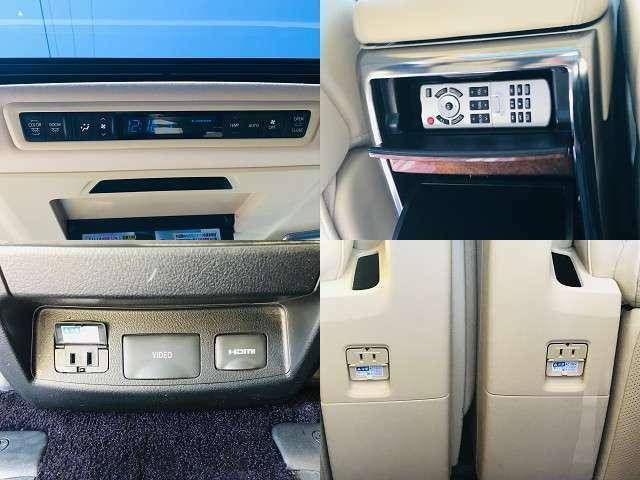 フリップダウンモニターのリモコンはセンターコンソールの後部座席側に収納されています!その下にコンセントの差込口があります!それぞれの後部座席足元にあるので、携帯、ゲームなど充電できます!