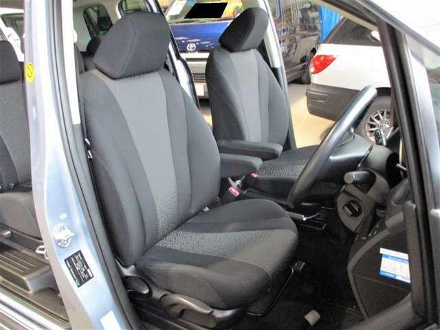 座り心地GOOD◎◎厚みもしっかりある運転席☆アームレストも付いているのでユッタリくつろいで運転ができます♪少々使用感は御座いますが、状態良好です!!
