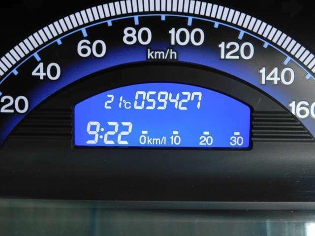 ドライブメーターは白字が明るく情報が分かりやすくなっております!キーレスバッテリーの状態も表示されます!
