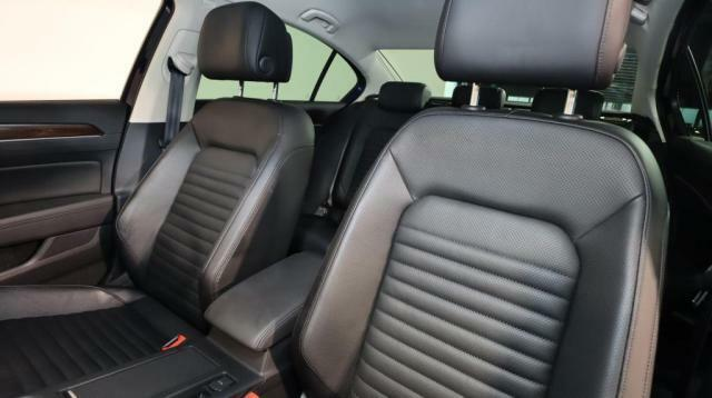 レザーシート装備で、夏は涼しく、冬は暖かくなる機能が付いています!