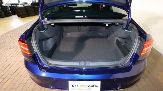 トランクは広く、ゴルフバッグも4つ積載可能です。