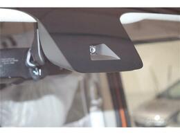エマージェンシーブレーキシステム(衝突軽減ブレーキが装備されており低速走行中に前方車両に対して衝突の可能性がある場合に作動、自動的に停止または減速することにより衝突回避や衝突被害の軽減を図ります。)