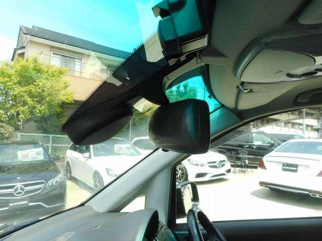 今では必須アイテムとなっております、カロッツェリア製のドライブレコーダー駐車監視タイプを装備してます。