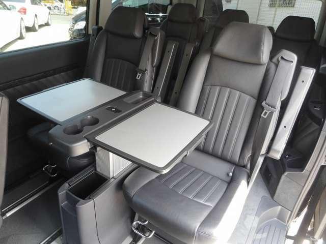 リアピクニックテーブルは新車のV350、アンビエンテ、ラグジュアリーパッケージですと標準装備です。当社はすべての商品車にお取り付けしています。装備されているかどうかは、商品価値がかなり変わってきます。