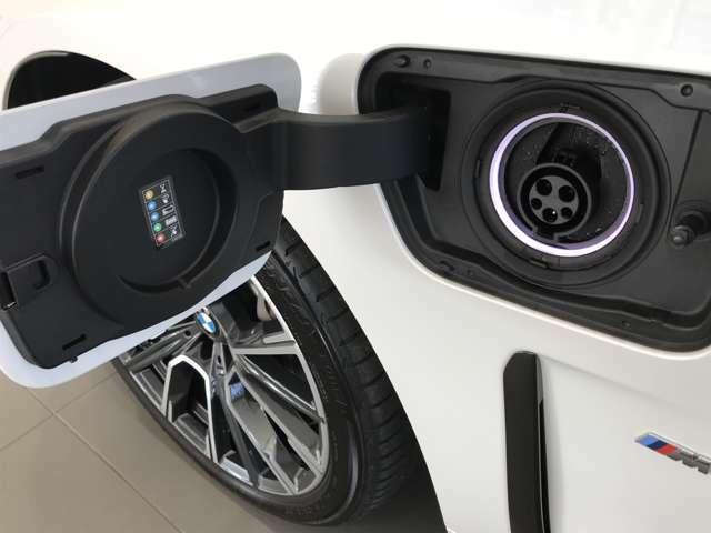 プラグインハイブリット車で御座いますので、電気のみでも車両走行が可能で御座います。