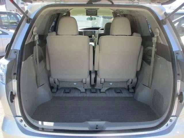 サードシートは簡単に収納出来て、さらに大きな荷物も入りますよ!!