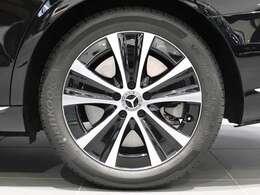 【Mercedes-Benz純正アルミホイール】18インチ5スポークアルミホイールを装着。ブレーキキャリパーにはMercedes-Benzのロゴ入り!
