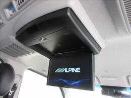 フリップダウンモニター装備で、後部座席でもDVDやTV鑑賞がお楽しみ頂けます。