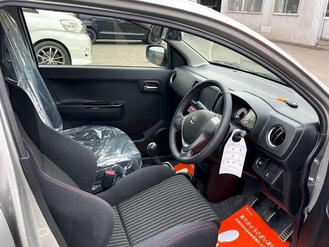 さまざまな体格の方が快適に運転できるよう配慮したシートと、操作性を考慮したハンドル、ペダルシフトレバーは楽な運転姿勢と適切な操作性の確保により疲労を提言します。