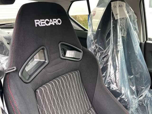 専用開発のレカロシート。ホールド性が良く、車との一体感を味わえます。