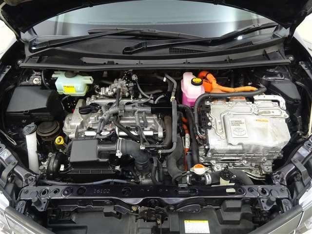 ストレスがなくて気持ちのよい走りのエンジン♪お財布にもやさしい低燃費です♪! エンジンルームまでピカピカに仕上げているのがトヨタカローラ秋田の中古車です!