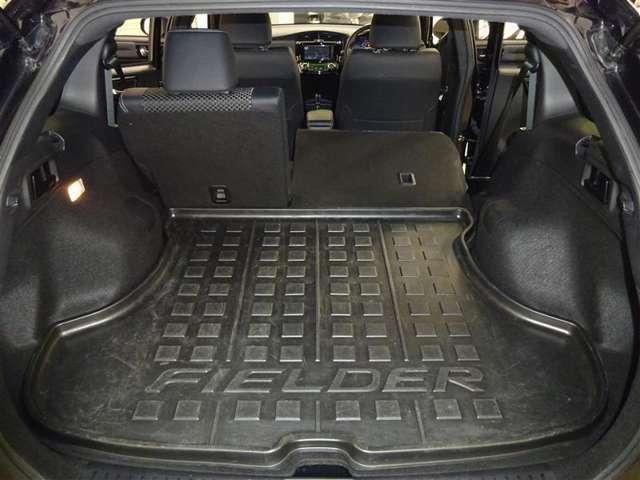 みんなで出かけるときも安心大容量トランクルーム♪6:4分割可倒式リヤシートは、レバー操作で簡単に倒せます。