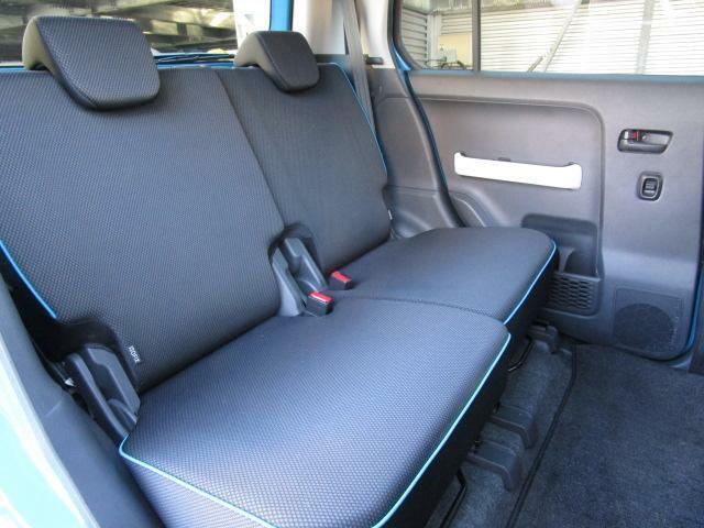 後席も大人2人がゆったりと座れるスペースを確保しております!