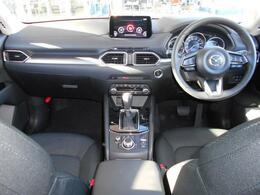 インテリアの質感の高さも追求していますが、ドライバーが運転しやすいように機能性も高めて設計されています。