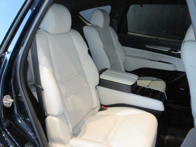 フロントシート同様の快適さを与えられたセカンドシート!まるで高級セダンのような座り心地とセカンドシート専用のエアコンで快適ですよ☆是非ご堪能ください。2列目ウィンドウには、サンシェードがあります!わざ