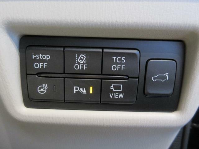 死角からの接近車両を検知するブラインドスポットモニタリング機能や、衝突被害を軽減させるスマートシティブレーキサポート、車線逸脱警報装置も完備しています!また、これからの時期に重宝するステアリングヒータ