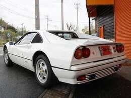 ヨーロッパ並行モデル!走行距離9000km!V8エンジン搭載の328シリーズはその軽快なドライビングフィールの中にスポーツ性を感じさせるものがあったと言われています!