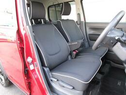 前席はベンチシートを採用することにより広い空間を確保しております!