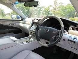 ウォーターホワイトと言う内装です!車内はとてもきれいです。