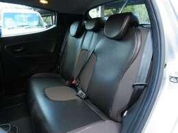 後部座席もきれいなお車です!
