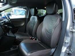 運転席、助手席の様子です!ご覧のとおり、車内はきれいでピカピカです!
