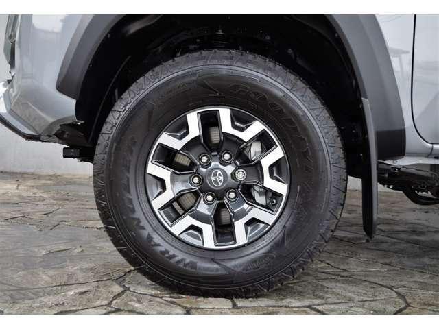 TRDオフロード専用16インチAWyとなっております。タイヤはATタイヤとなります。