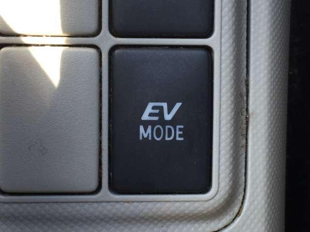 【EVスイッチ】 ハイブリットならではの装備で、押すとモーターのみの走行が出来ますよ。