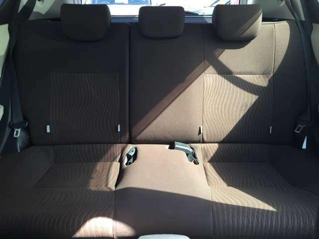 シンプルながらホールドの良いシートです。しっかりホールドしてくれるシートの方が長く座っても疲れにくいんですよ!