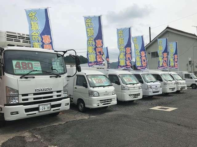 安芸高田市吉田町川本609‐8 国道54号線沿いオキタ石油吉田CS(ENEOS)向かいに冷蔵冷凍車の展示場がございます。お気軽にお越しいただき、ご自由にご覧下さい。
