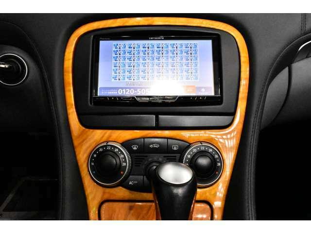 AM/FMラジオ付きCSプレイヤー、CDプレイヤー、フルオートエアコン、パワーウィンドウ、集中ドアロック、ステアリングテレスコピック機構、ステアリングチルト機構、クルーズコントロール、本革巻きステアリング
