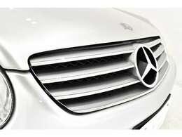 インテリアは、ナッパレザーを使用した本革シートや、アルカンタラ製ルーフライニング、本革巻ウッドステアリング&シフトノブなどが採用されております。新車当時の価格は1670万円!!