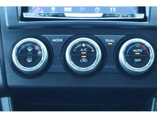 左右独立温度調整可能なオートエアコンンで助手席も快適です☆