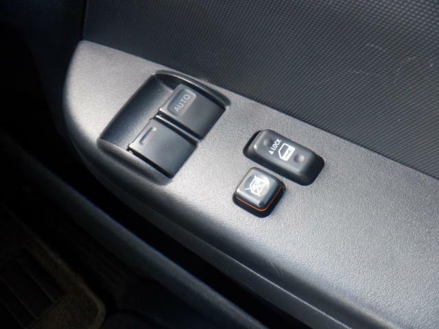 運転席/助手席はパワーウィンドウです。