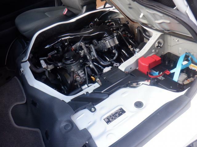 エンジンルームはきれいですよ。機関機構系も良好です。納車前に点検整備も行います。エンジンオイル・オイルフィルター・エアコンフィルター・ワイパーゴムは必ず交換致します(エアコンフィルターは、装着車のみ)
