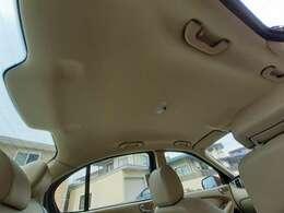 外国の車にありがちな天井の垂れ下がりもございません。