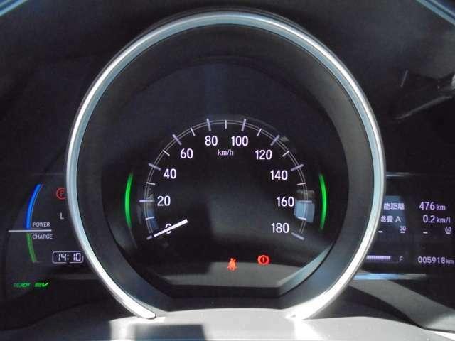 スピードメーターを中心に置いた1眼メーター☆メーター内は多彩な情報を表示してくれるインフォメーションディスプレイです♪