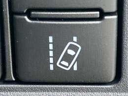 ◆レーントレーシングアシスト【単眼カメラで道路上の白線を認識し、ドライバーがウィンカー操作をせずに車線を逸脱するとブザーとディスプレイ表示で警告します】