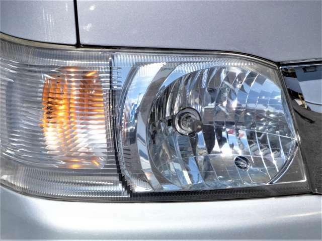 ヘッドライトくもり少なく綺麗です♪別途費用でHIDヘッドライト・LEDヘッドライトに変更出来ます♪詳しくはスタッフまで♪