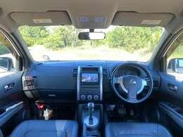 シンプルな作りでいて、機能が詰め込まれた運転席!視界がよく運転のしやすい一台です!