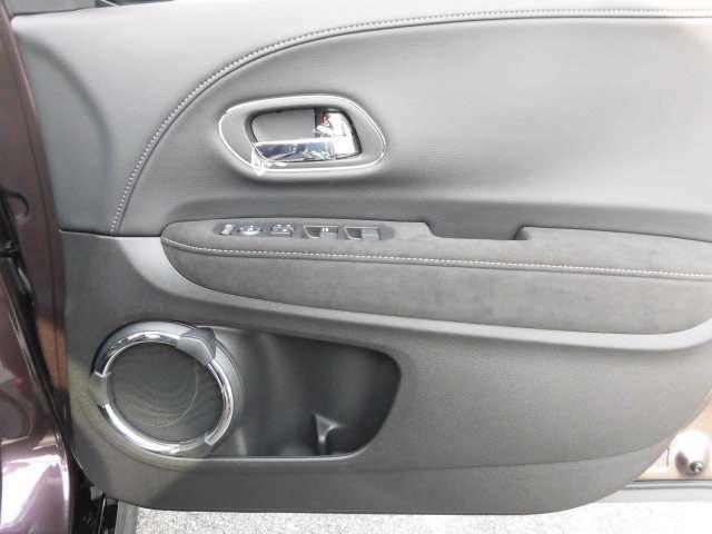 パワーウィンドウのスイッチです。運転席に居ながら窓を開け閉めのコントロールできます。 ロック機能を使えば、子供がイタズラして窓を開けるような心配も無くなりますよ。