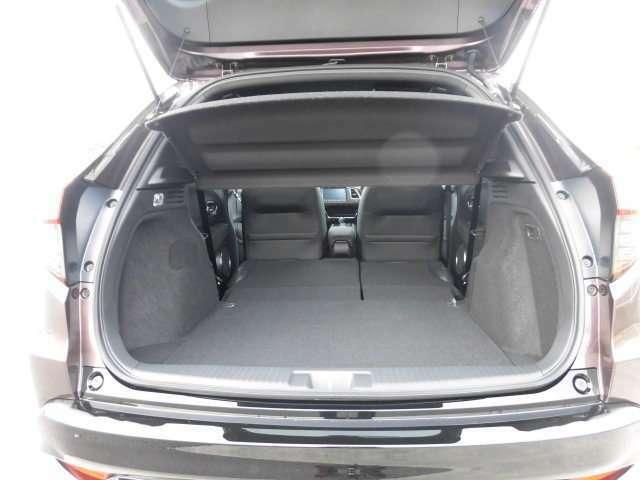 リア席を倒せば広々とした空間の出来上がり!荷物がたくさん載せられますよ!頼れるスペースですね。