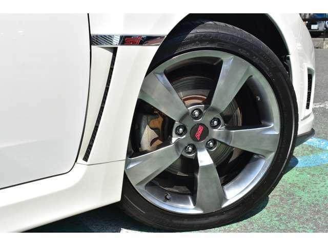 足元は専用足回りに専用18AW。。。タイヤはポテンザで4本共に6分山以上残っております。