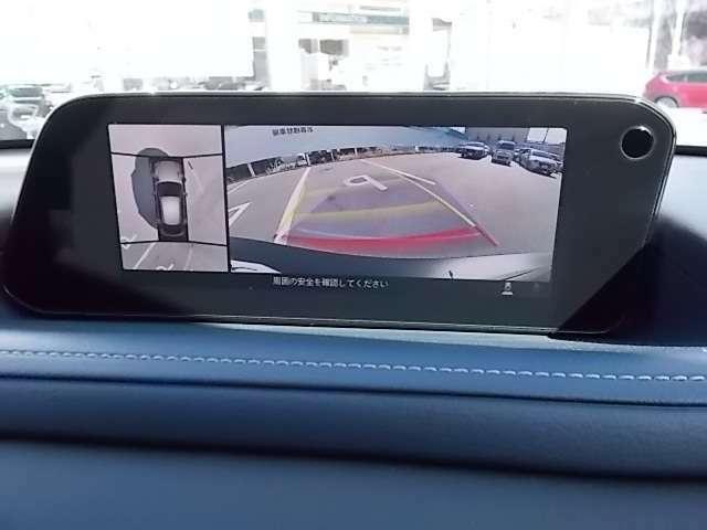 360度ビューモニターで周囲を確認しながら駐車できます