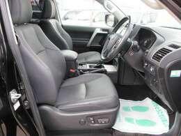 運転席、パワーシート機能付きでお好きなポジションに合わせられます♪